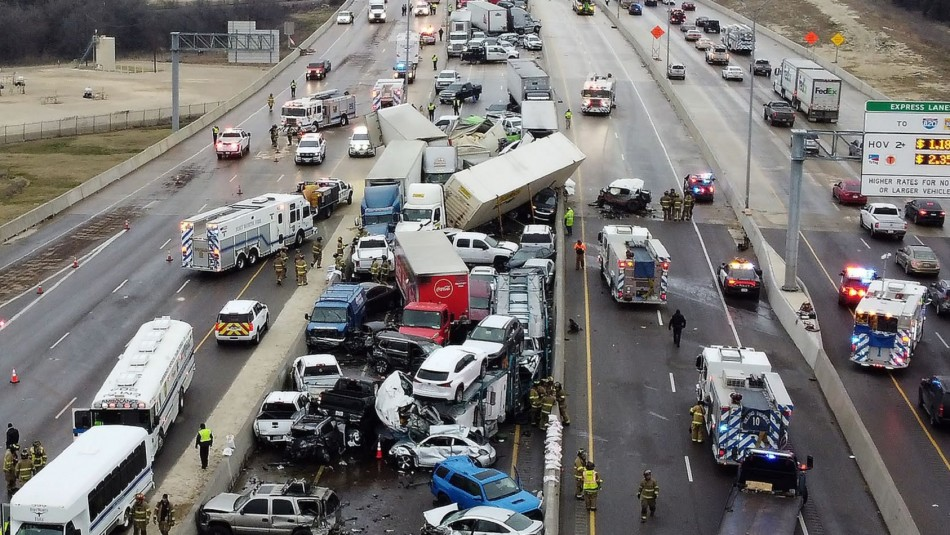 Se registra mega accidente vehicular en Texas.