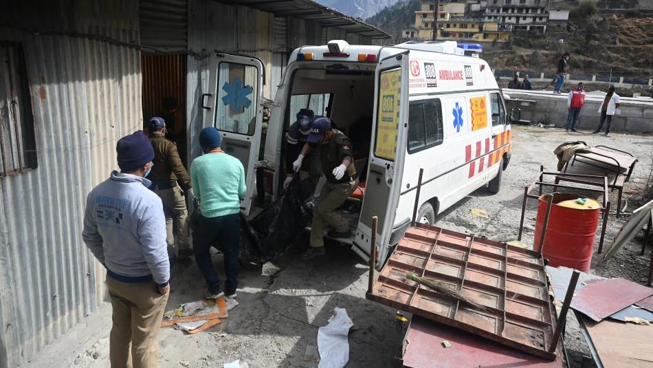 Al menos 37 muertos tras caída de autobús a un canal en India