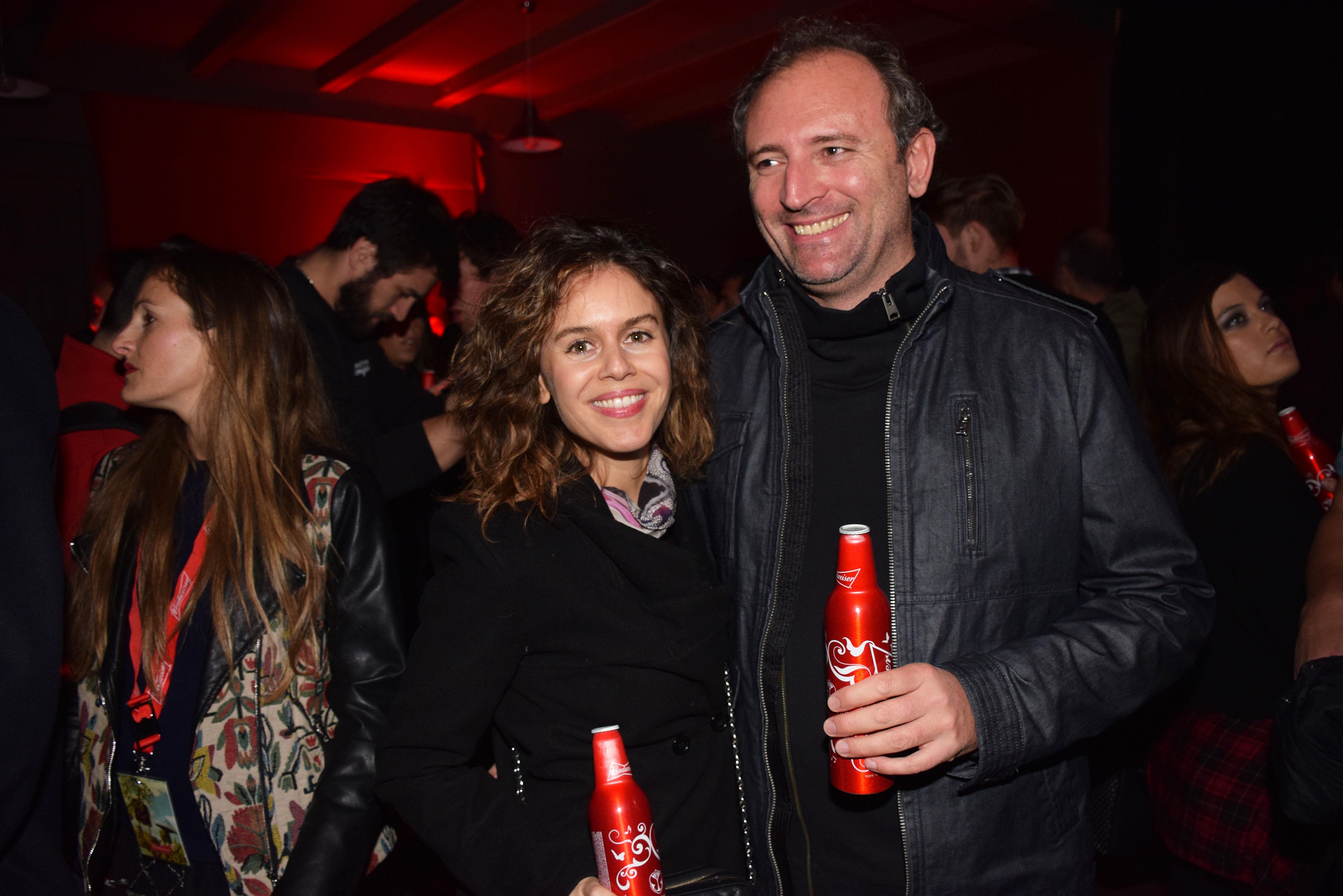Carola Varleta y su marido Kabir Engel