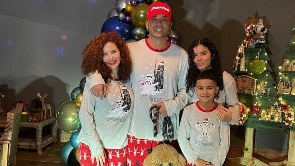 Wisin, su esposa e hijos