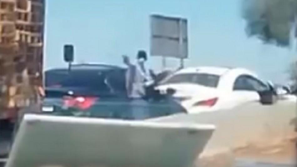 Video muestra momento exacto cuando seis delincuentes roban auto a dos mujeres