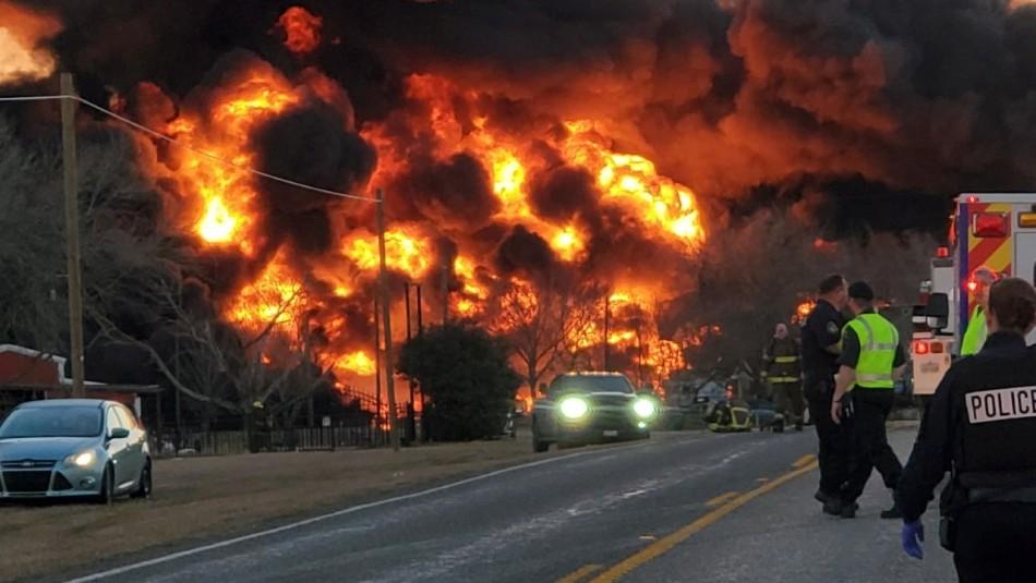 Video muestra gran explosión tras colisión entre un tren que transportaba gasolina y un camión