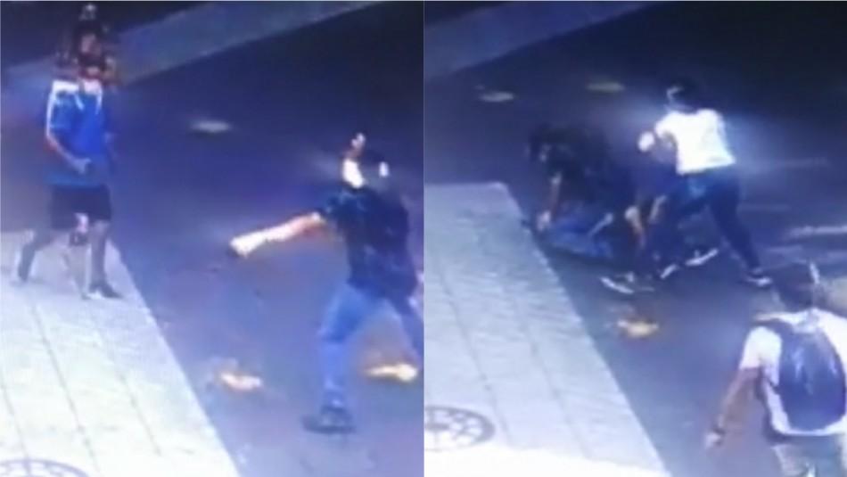Detención ciudadana: Transeúntes reducen a sujeto que robó celular a mujer en centro de Santiago