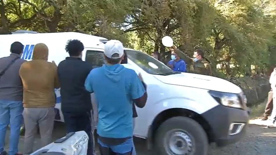 [VIDEO] Entre aplausos y globos blancos es retirado el cuerpo de Tomás Bravo por parte del SML