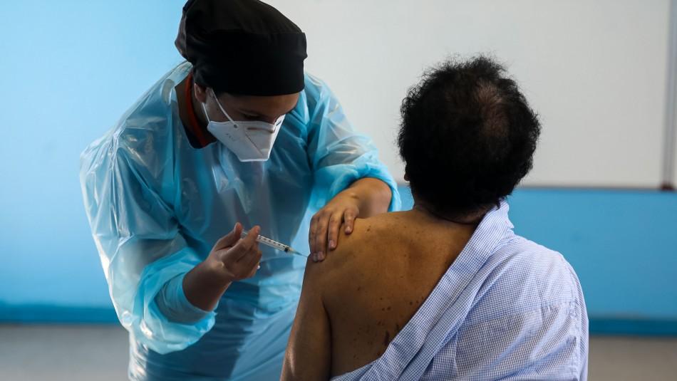 Personas con cáncer y enfermedades autoinmunes se vacunarán contra el coronavirus desde el lunes
