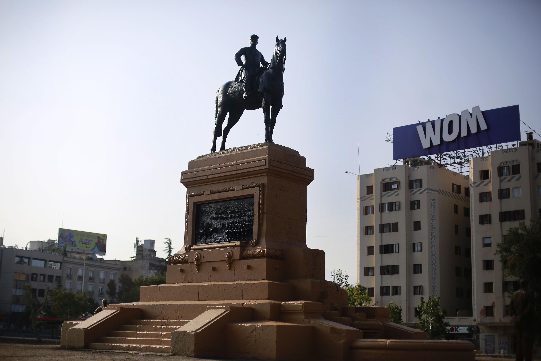 Así amaneció hoy la estatua del General Baquedano.
