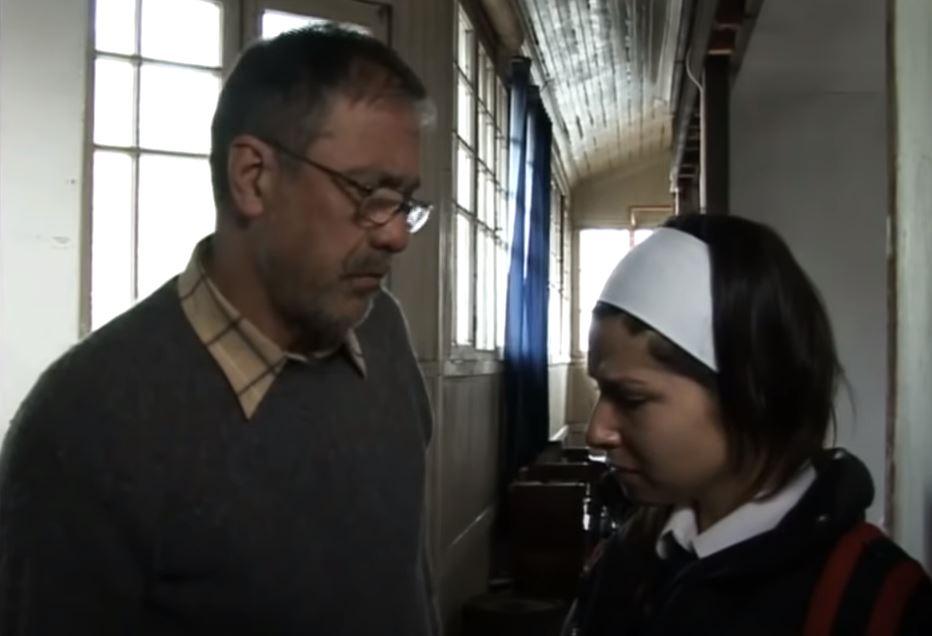 Dayana conversando con su padre