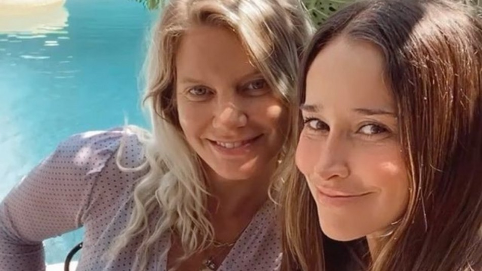Javiera Acevedo y Titi Aguayo celebran 20 años de amistad luciendo sus embarazos