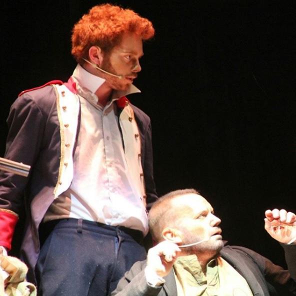 Hijo de Paola Volpato actuando junto a su padre en un montaje teatral