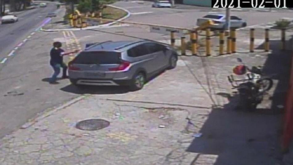 Mujer roba US$145 mil del condominio, vecino la descubre y ella planea asesinato con su amante