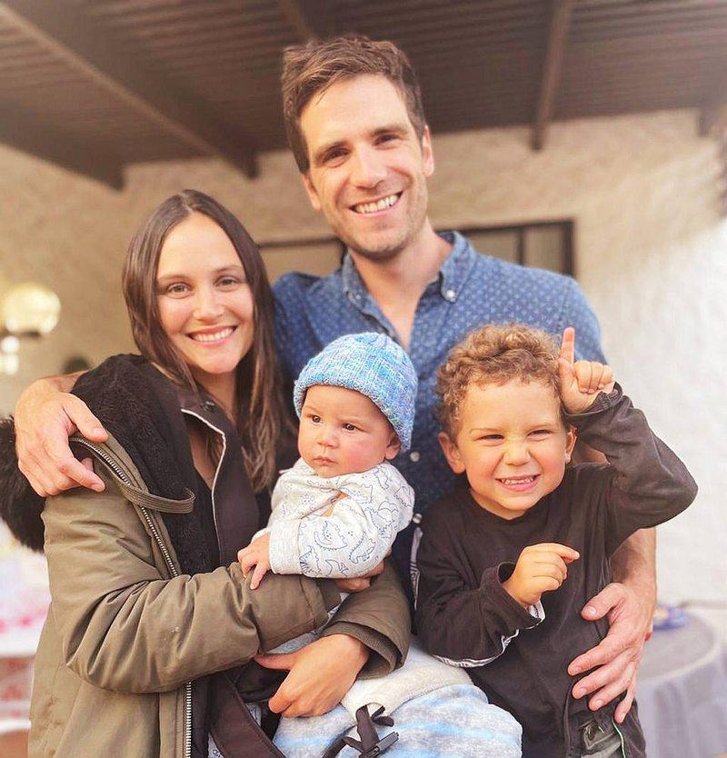 Valentina Carvajal con su familia