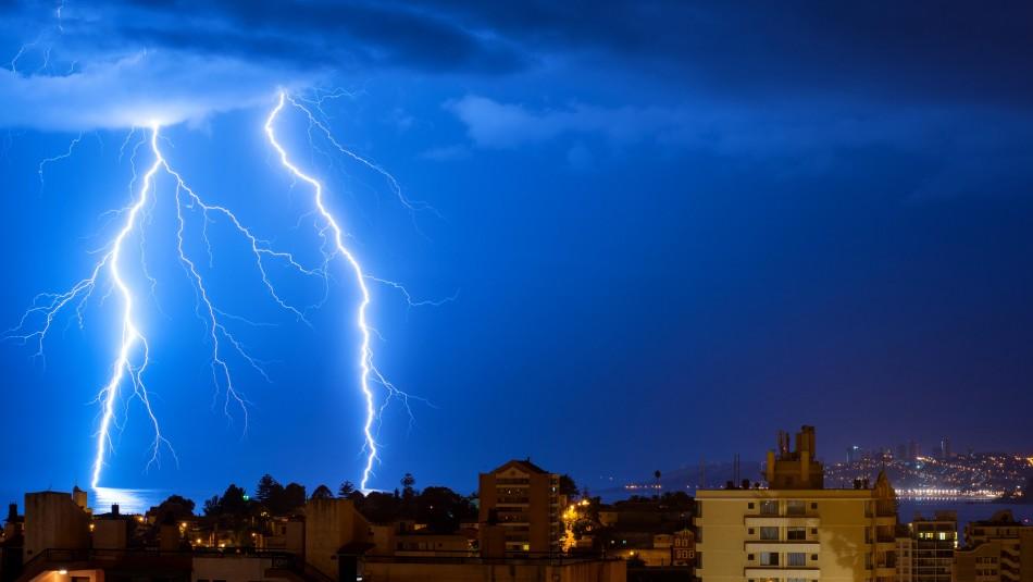 Reportan fuertes tormentas eléctricas en distintas comunas del país