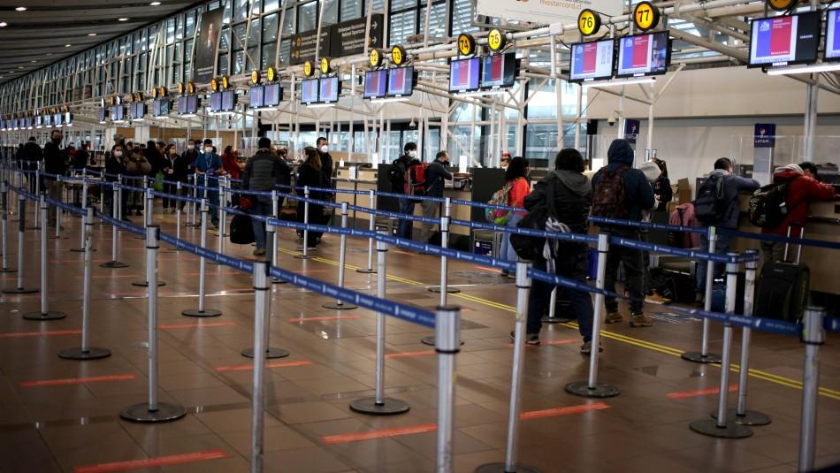 Cierre de fronteras: Concesionaria del Aeropuerto de Santiago dice estar