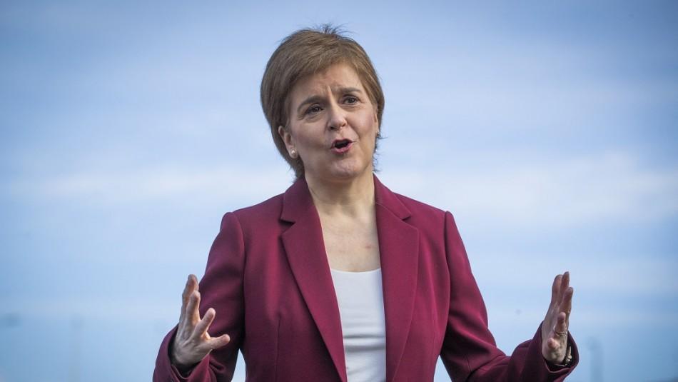 Primera ministra de Escocia habla sobre alza de contagios en Chile: