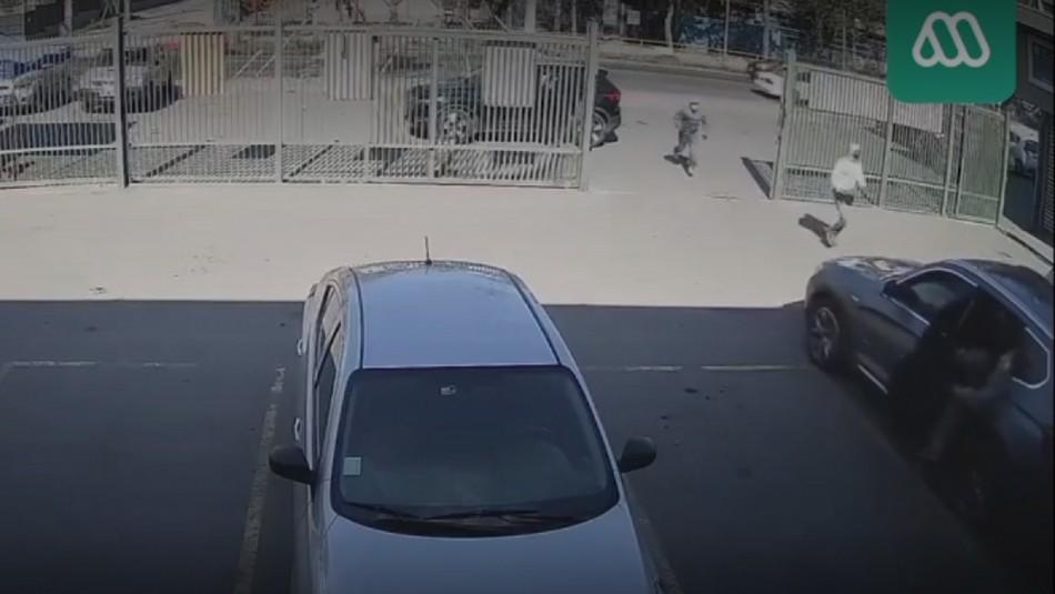 Violento asalto a Caja de Compensación en Lo Espejo.