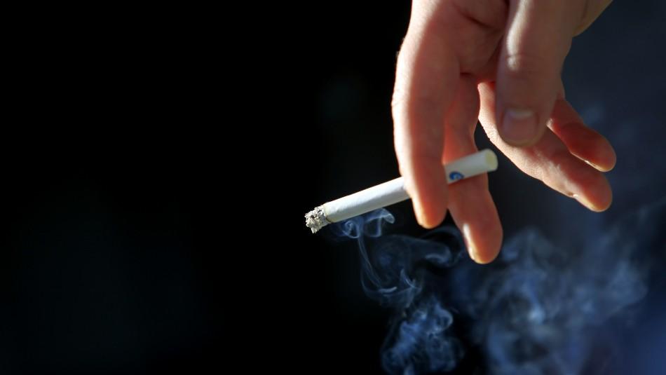 Tabaco seguirá siendo un bien esencial: Minsal rectifica declaraciones del ministro Paris