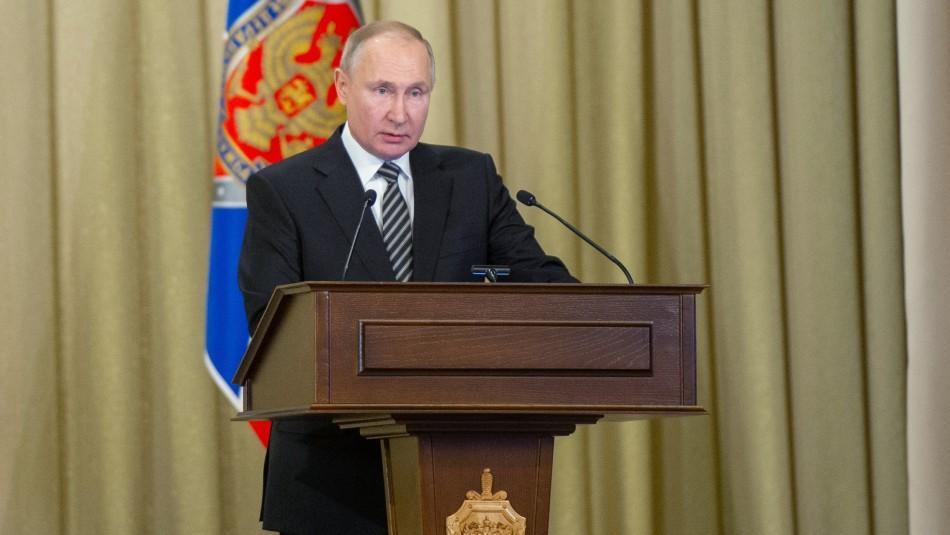 Vladimir Putin firma ley que impide el matrimonio del mismo sexo.