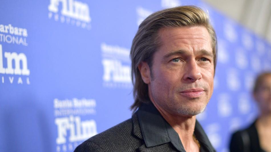 Encorvado y en silla de ruedas: registran salida de Brad Pitt de un centro médico