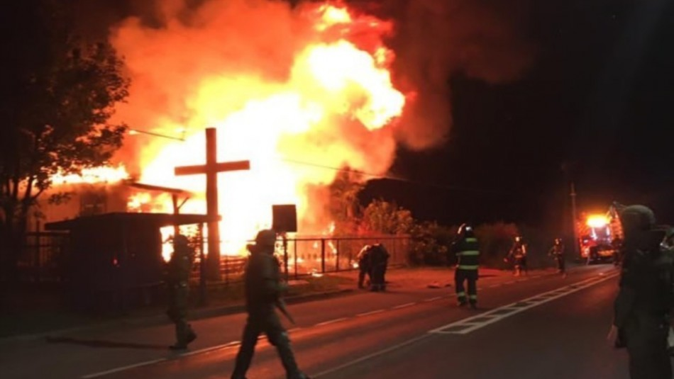 Incendio consume iglesia en la Región de La Araucanía: se investiga atentado
