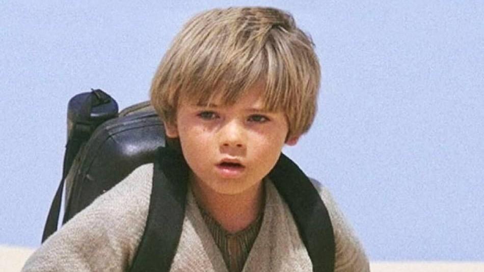 Así luce actualmente el niño que hizo de Anakin en la película Star Wars