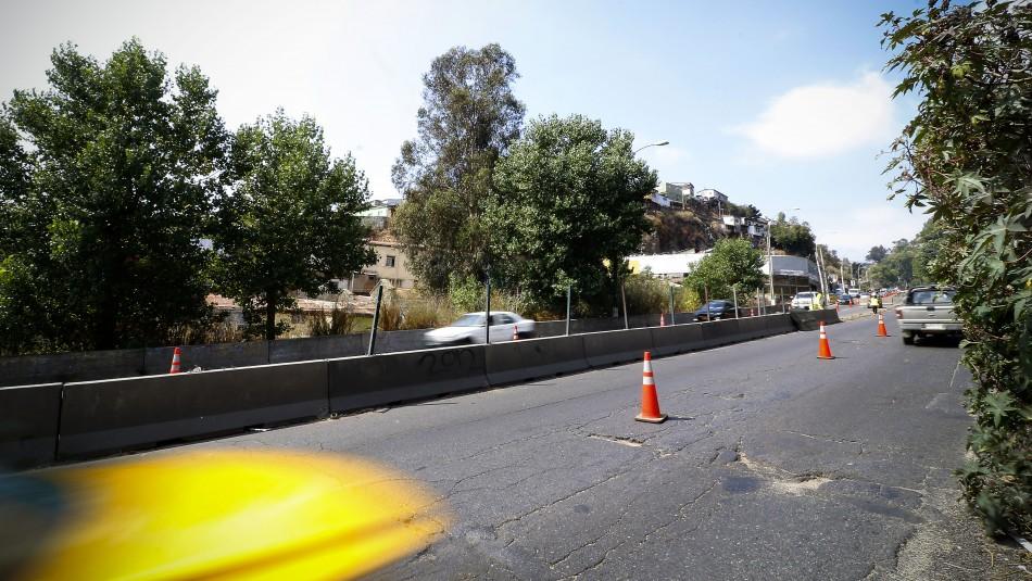 Derrame de petróleo generó que varios autos resbalaran y chocaran en Valparaíso