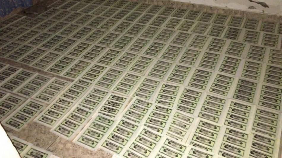 Desmantelan una fábrica de dólares falsos en una casa: Producía 100 mil al día