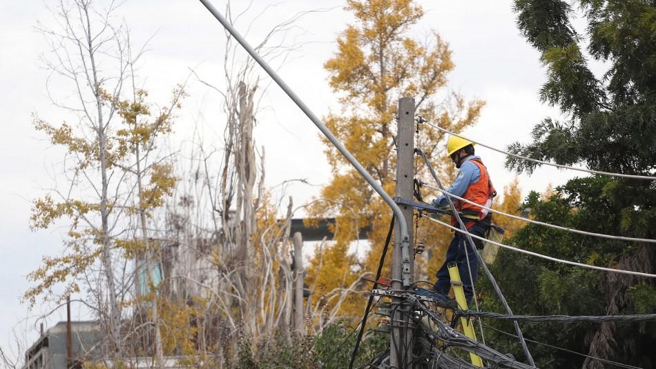 Lluvia en Santiago: Enel activa plan preventivo ante posibles cortes de luz