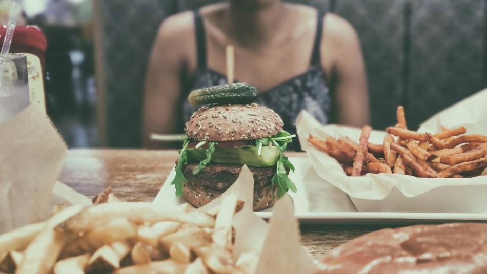 Gastritis: Estas recomendaciones te ayudarán a saber qué comer y cuándo