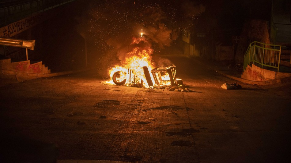 Cacerolazos, barricadas y ataque a comisarías: incidentes tras ingreso de requerimiento al TC