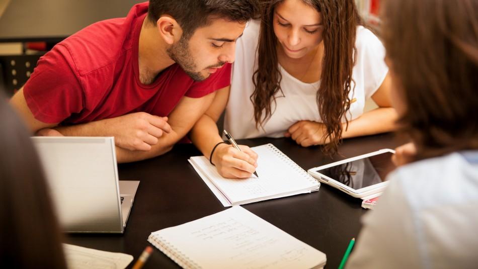 Becas de educación superior: Revisa los beneficios que pueden obtener los estudiantes