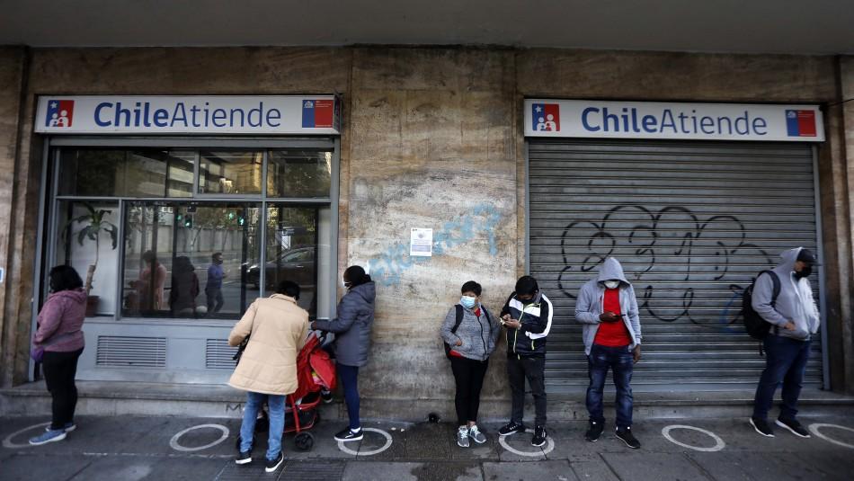 ChileAtiende hace llamado a no acudir a sucursales tras nueva jornada con largas filas