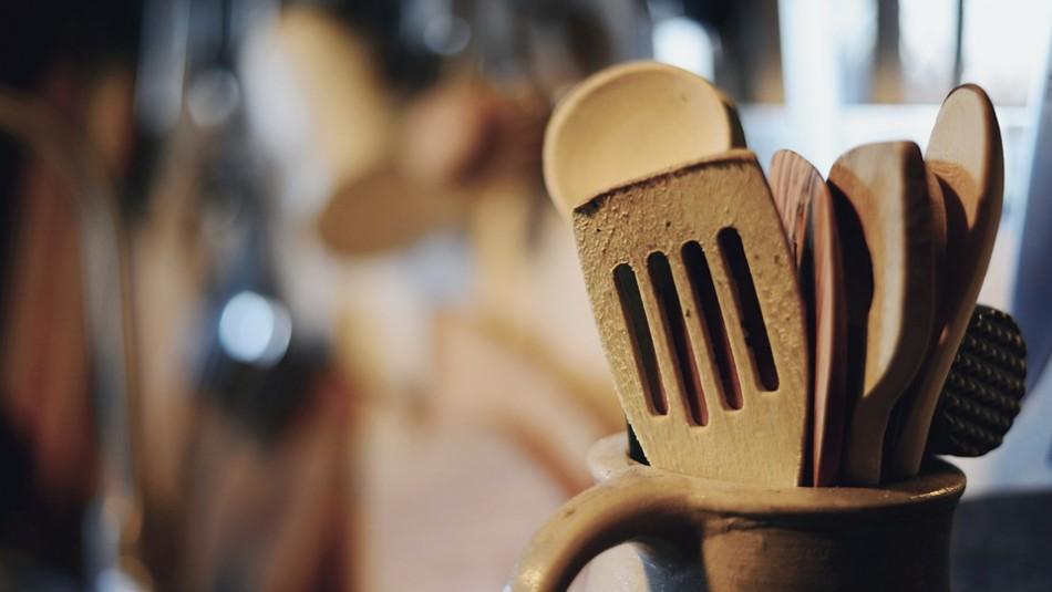 Lo que puedes y lo que no debes hacer para desinfectar los utensilios de madera de tu cocina