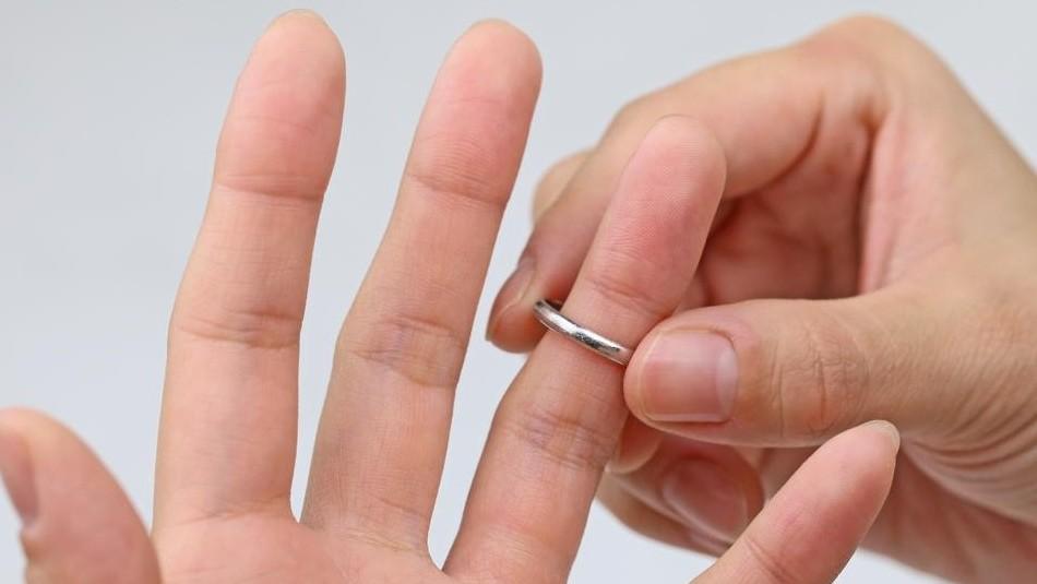 ¿Por qué los casados se quitan el anillo?: ¡En la aplicación Whisper todos se confiesan!