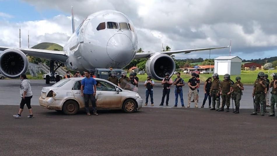 Aeropuerto de Isla de Pascua es bloqueado por lugareños.