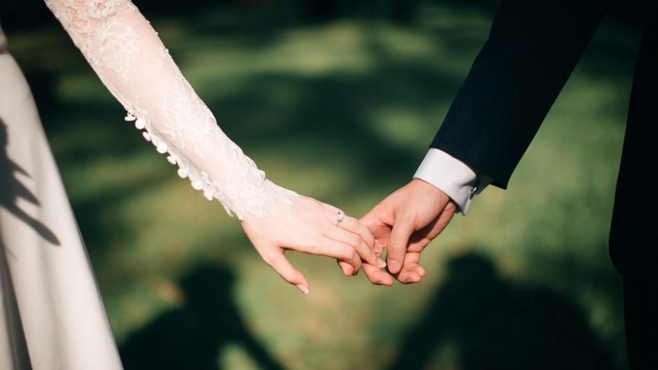 Se casa cuatro veces y divorcia tres para en 37 días recibir beneficios laborales