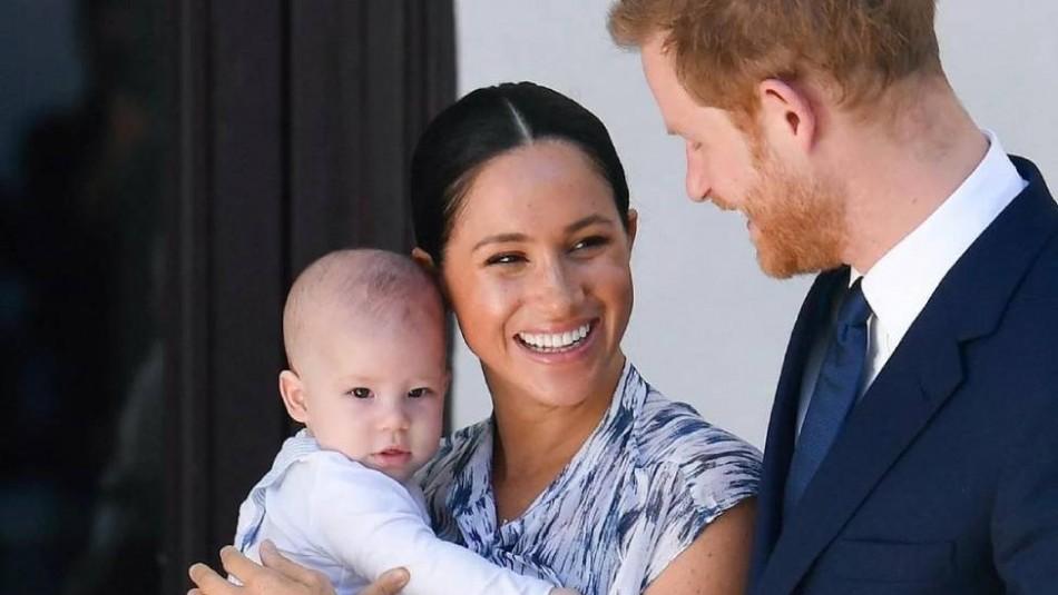 Así luce Meghan Markle su avanzado embarazo mientras pasea con su hijo Archie