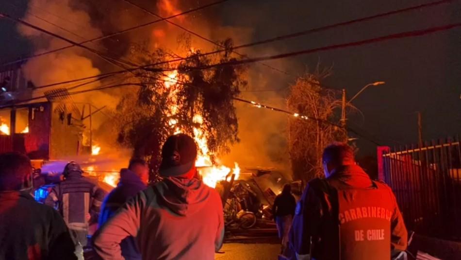 [VIDEOS] Violento incendio destruye casa en Independencia: Hay una persona fallecida