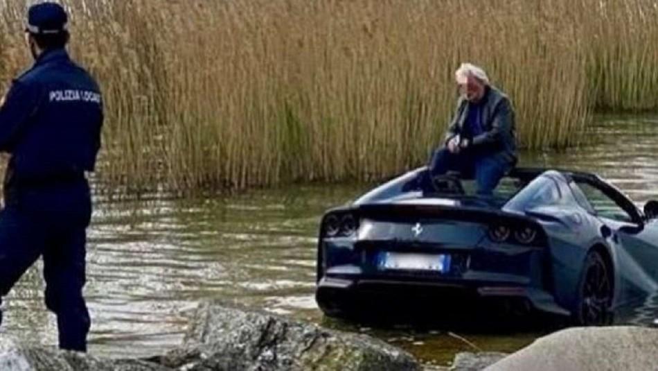 Ferrari termina hundido en lago de Italia.