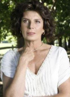 Consuelo Holzapfel en Reserva de Familia
