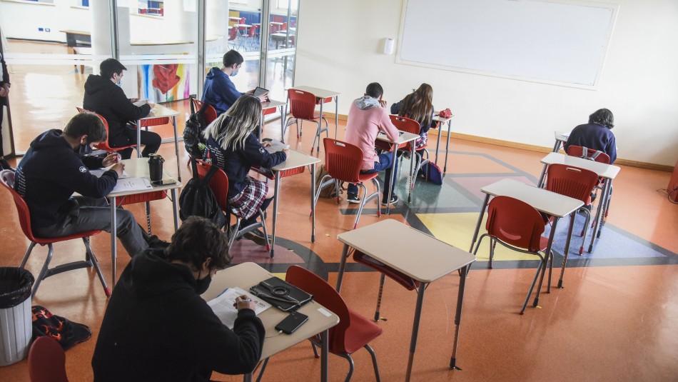 Colegios de comunas que avanzan a Fase 2 podrán volver a clases presenciales desde este jueves