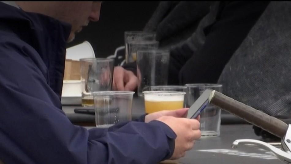 Bar ofrece cerveza a gratis a clientes que se sometan a test de coronavirus.