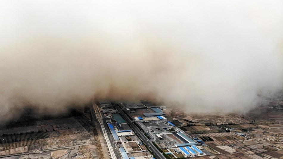 Video muestra cómo apocalíptica tormenta de arena cubre una ciudad de China