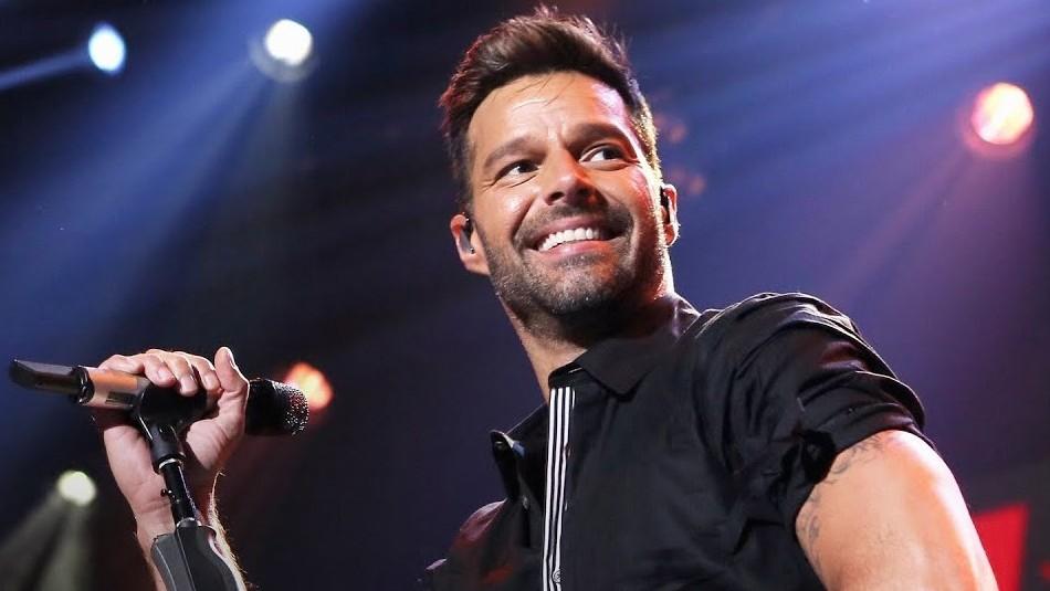 Con corsé metálico y tacones: Ricky Martin revoluciona las redes en una sesión fotográfica