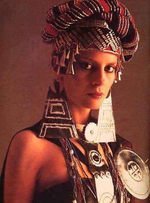 Cecilia Bolocco con el traje típico en Miss Universo 1987
