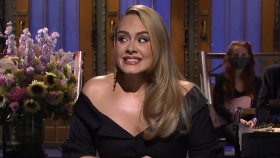 Adele reaparece en una fiesta: Deslumbra con un abrigo de plumas de 2.450 dólares