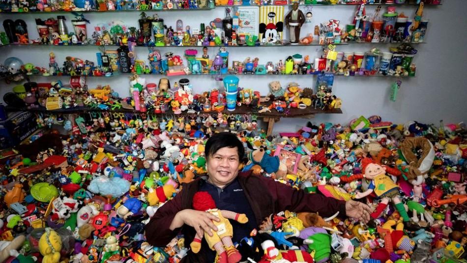Hombre tiene una colección de 20 mil juguetes de restaurantes de comida rápida