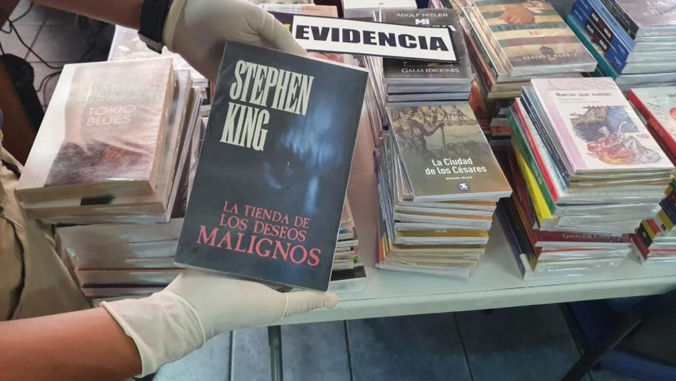 Feriante que vendía libros pirateados es detenido por la PDI en Iquique