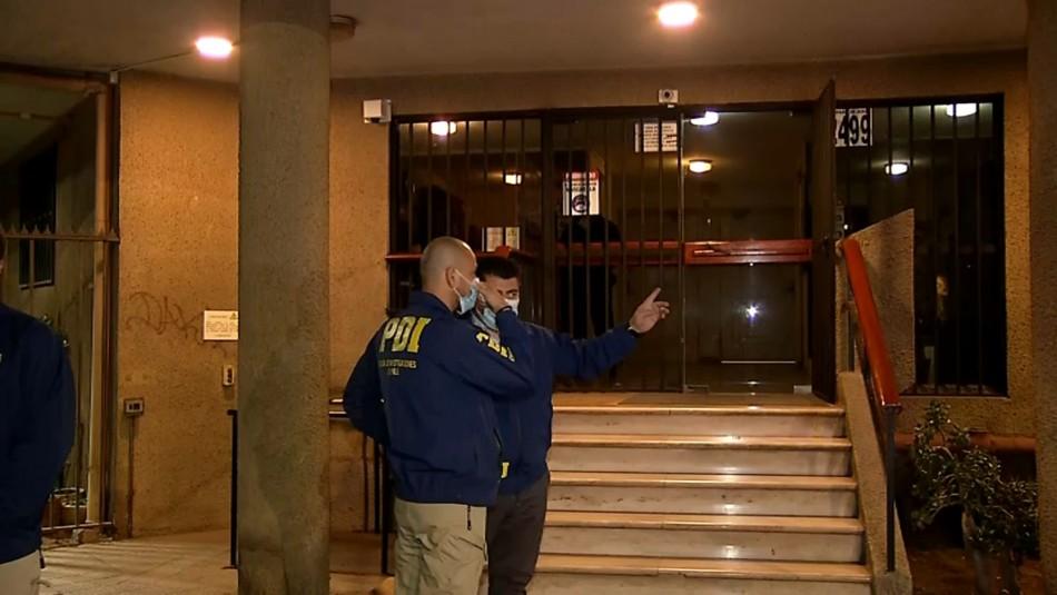 Investigan posible femicidio en Santiago Centro: Hombre habría matado a su esposa de 61 años