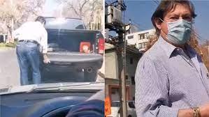 Emeterio Ureta con trabajador en el pick up de su camioneta
