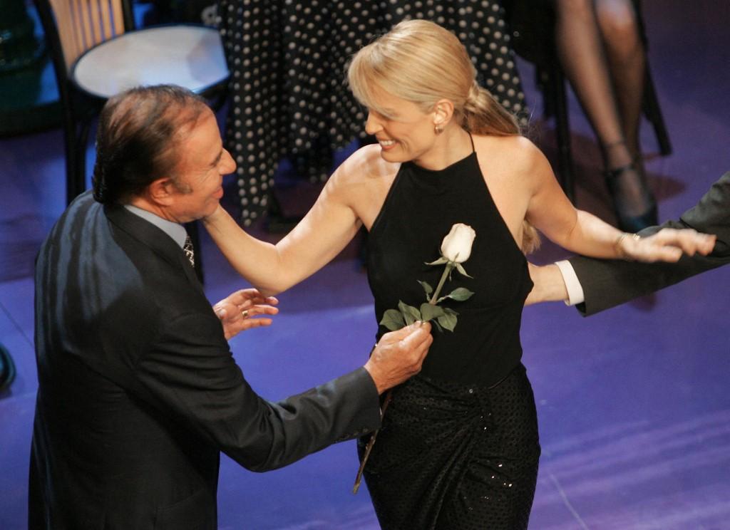 Menem bailando con Cecilia Bolocco